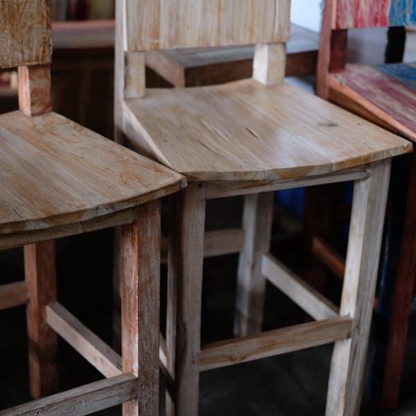 barowe krzesło drewniane
